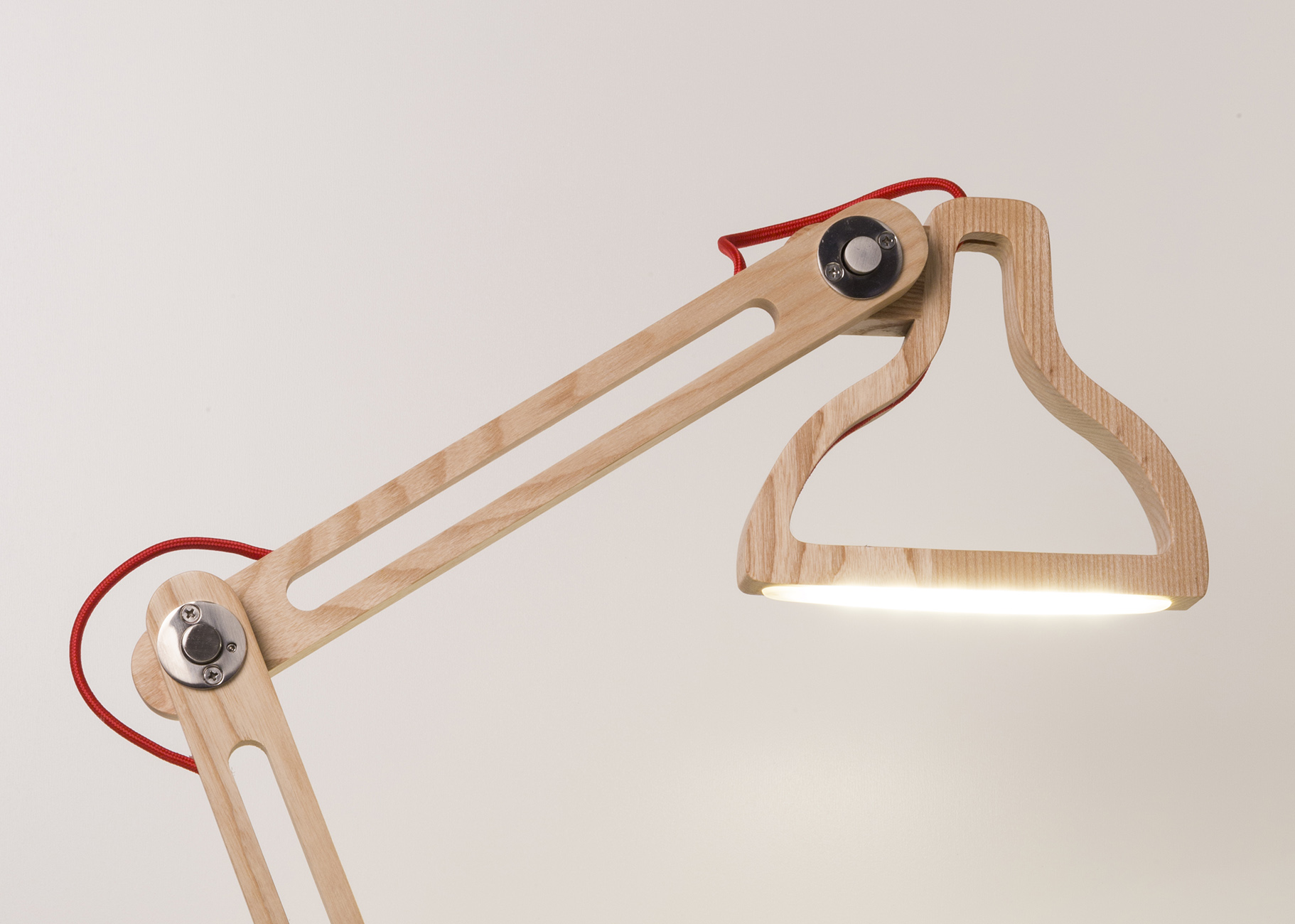LED-it-be-table-lamp-natural-on