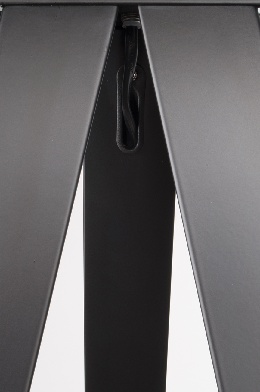 Tripod-floor-lamp-black-detail