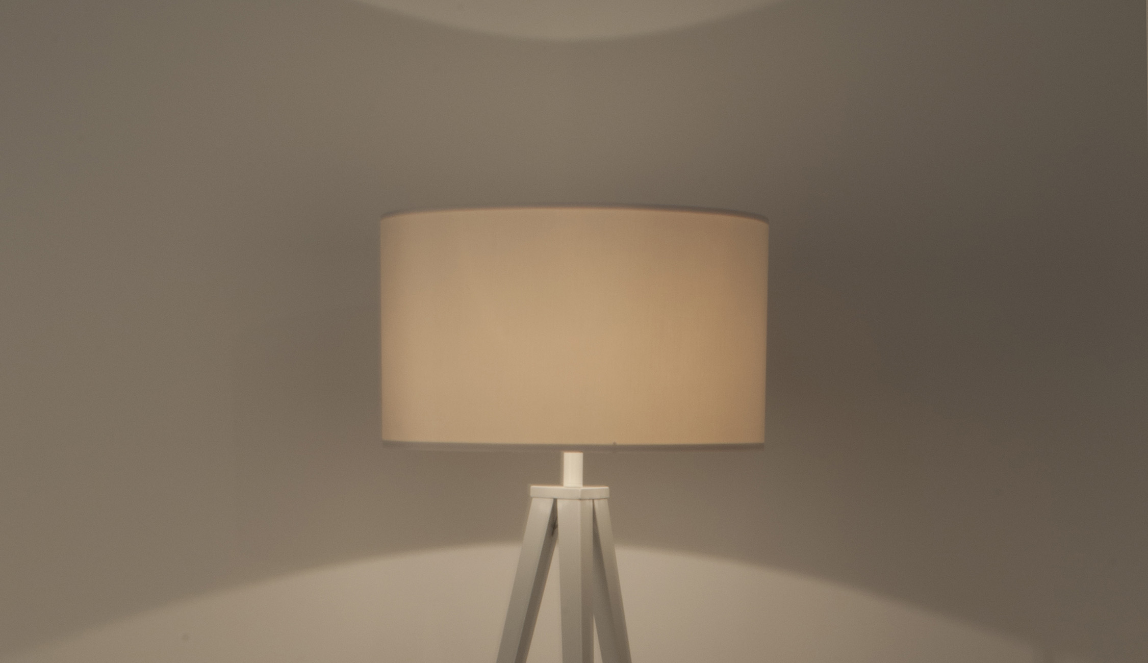 Tripod-floor-lamp-white-on