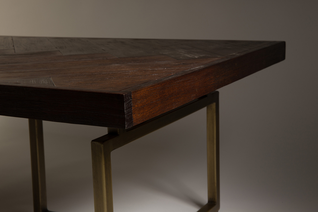 Class-coffee-table-detail