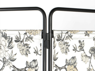 bold_monkey_kiss_the_froggy_room_divider_flowers_2