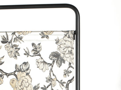 bold_monkey_kiss_the_froggy_room_divider_flowers_3