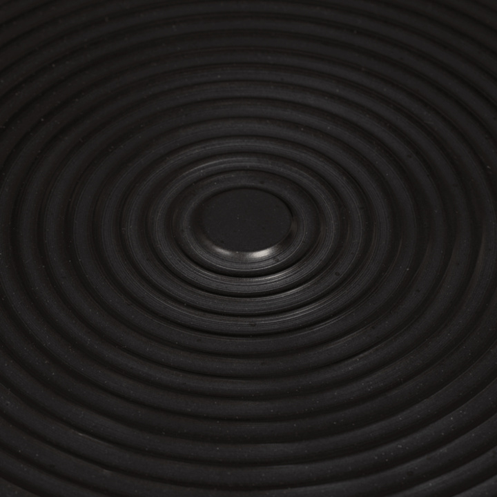 hypnotising_round_side_table_black_-4